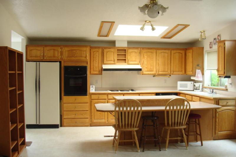 Kitchen - Large, Clean House and Short Walk to Heceta Beach - Florence - rentals