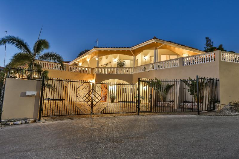 New luxury, secure and private ocean front villa - Waterfront Villa with Pool,Hot Tub,Gym&Ocean View - Willemstad - rentals