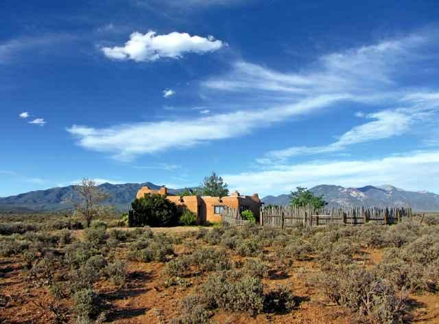 Perched on a knoll, surrounded by wild sage and high desert breeze - Adobe de Artista 1 Bedroom - El Prado - rentals