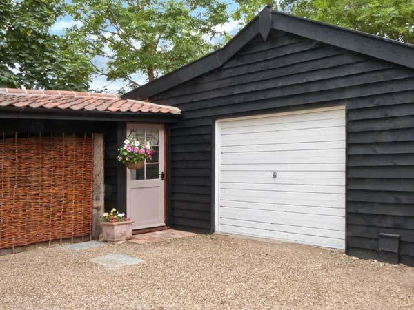 TRUFFLE LODGE studio cottage, romantic retreat in Bungay Ref 24985 - Image 1 - Bungay - rentals