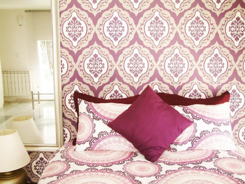 Beautiful and charming bedroom num. 1 - 6 PAX Vacations apartment in Madrid city WIFI - Madrid - rentals