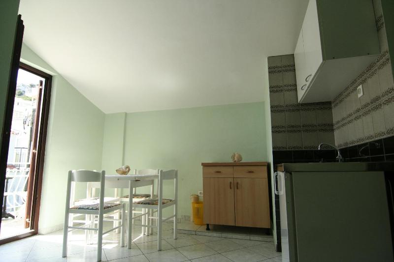 Living room & kitchen & entrance to the balcony... - Seaside apartment for 4 - Seget Donji - rentals