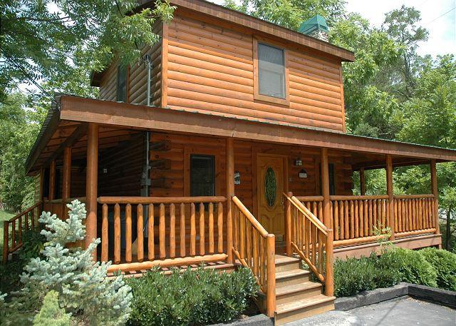 River Romance #141- Outside View of the Cabin - One Bedroom River Cabin Within Walking Distance to Pigeon Forge Parkway - Pigeon Forge - rentals