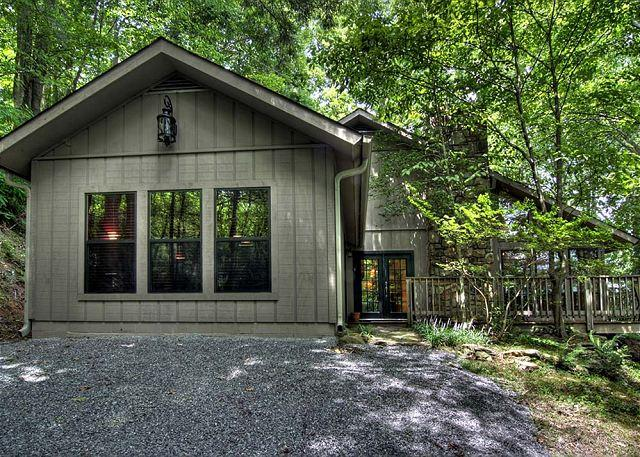 Downtown Gatlinburg, 2 Bedroom, 2 Bath - Smoky Mountain Cabin A Walk in the Woods 279 - Gatlinburg - rentals