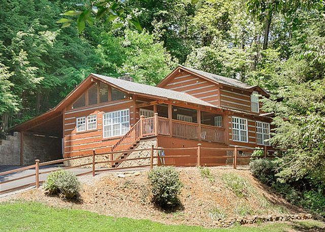 Black Bear Cove, Gatlinburg TN - Smoky Mountain Cabin  BLACK BEAR COVE 624 - Gatlinburg - rentals