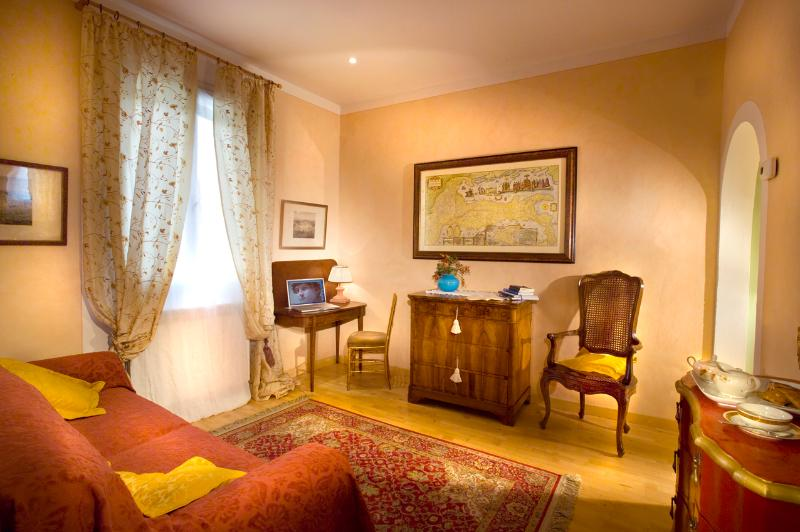 Living but also sleeping with a  double bed sofa - Lella's Nest - Florence - rentals