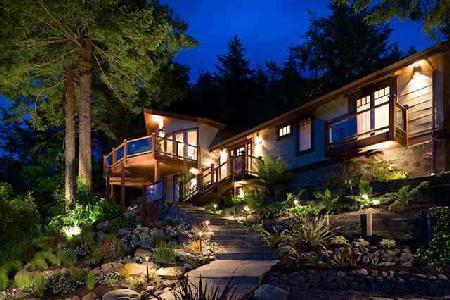 Serene water & mountain view Sonoma River House with tranquil grounds & jacuzzi - Image 1 - Duncans Mills - rentals