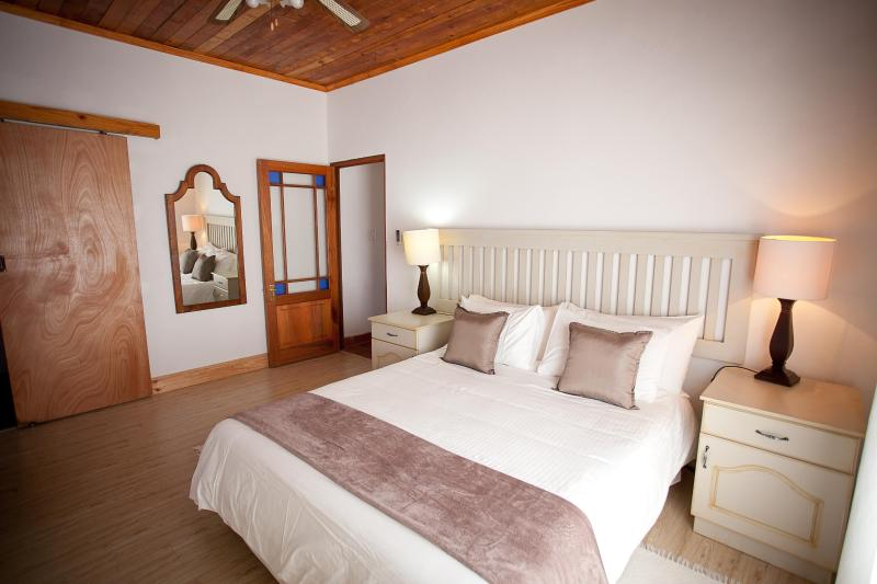 Main Bedroom Winterhoek Cottage - Eikelaan Farm Cottage - Tulbagh - rentals