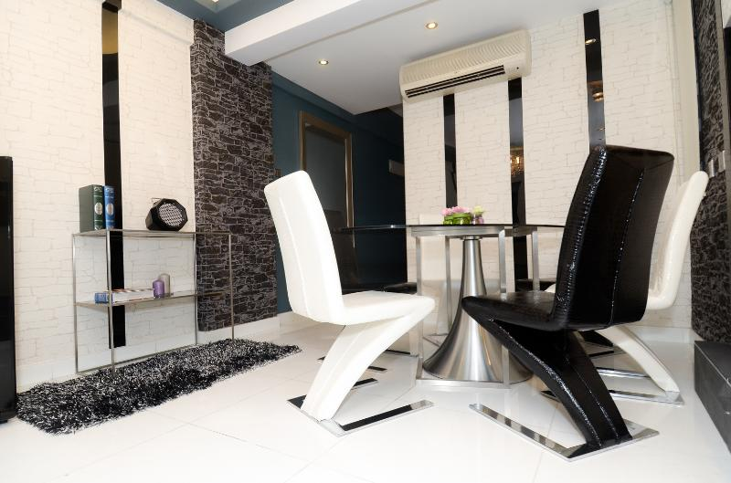 POSH and GO! BRANDNEW! MTR DeLUXE 3bed2bath CENTRE - Image 1 - Hong Kong - rentals