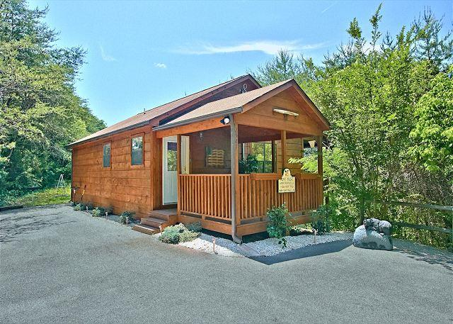 Dream Maker #120- View of the Front - Secluded 1 Bedroom Cabin Close to the Parkway in Pigeon Forge and Dollywood - Sevierville - rentals