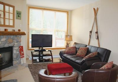 Living Area with Fire Place & Futon Sofa Bed - Crystal Forest Condos - 59 - Sun Peaks - rentals