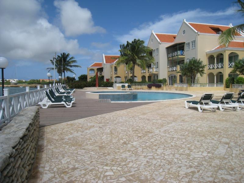 View of the pool+pooldeck - Paradise in the sun.  A sea side vacation Rental on Bonaire with Incredible View - Kralendijk - rentals