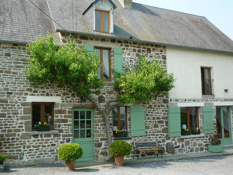 Lovely B&B between Mont St Michel and Omaha Beach - Image 1 - Manche - rentals