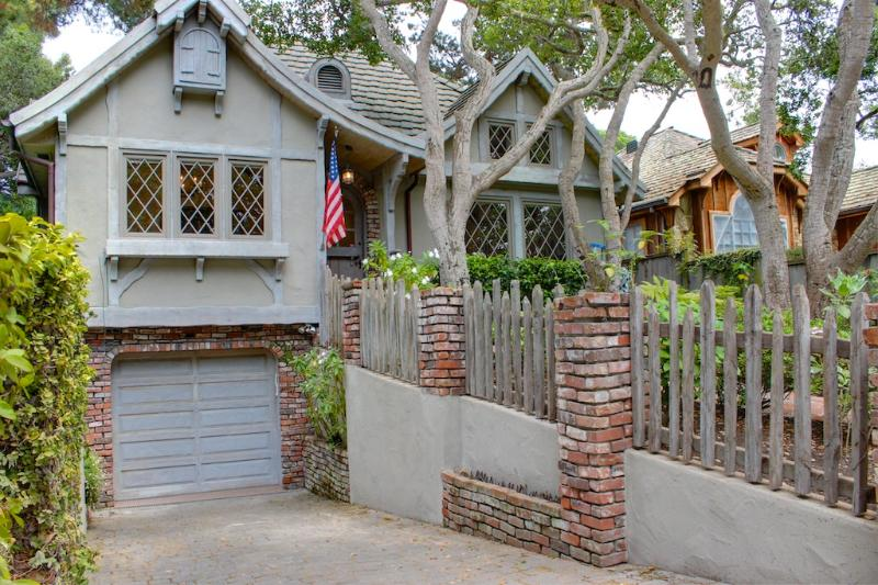 Welcome to Nobody's-Perfect-by-the-Sea! A Perfect Fairy Tale Carmel Cottage.   - 3593 - Newly Remodeled, Designer Interiors, Dog Friendly! - Carmel - rentals