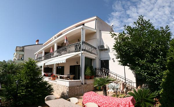 Beautiful apartment (48 m2) situated in Pjescana uvala, 3  minutes walking to the sea. - Image 1 - Pula - rentals