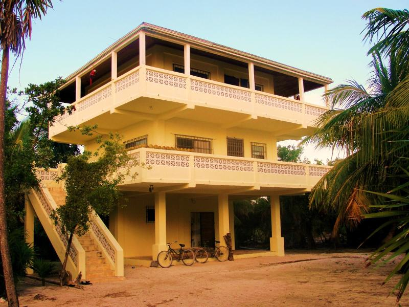 The Indigo Pearl ~ Guests stay on the very top floor :) - The Indigo Pearl Guesthouse - Caye Caulker - rentals