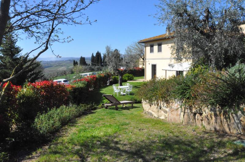 Front of the villa and garden - Rustic idyllic panoramic tuscan villa in Certaldo. - Castelfiorentino - rentals