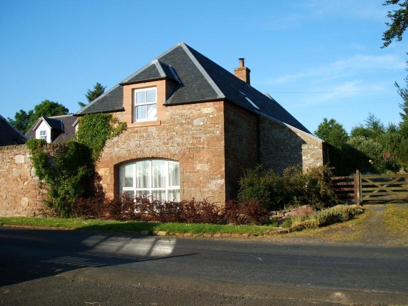 Cottage built from local red sandstone. The original building is over 160 years old. - Steadings Cottage - Jedburgh - rentals