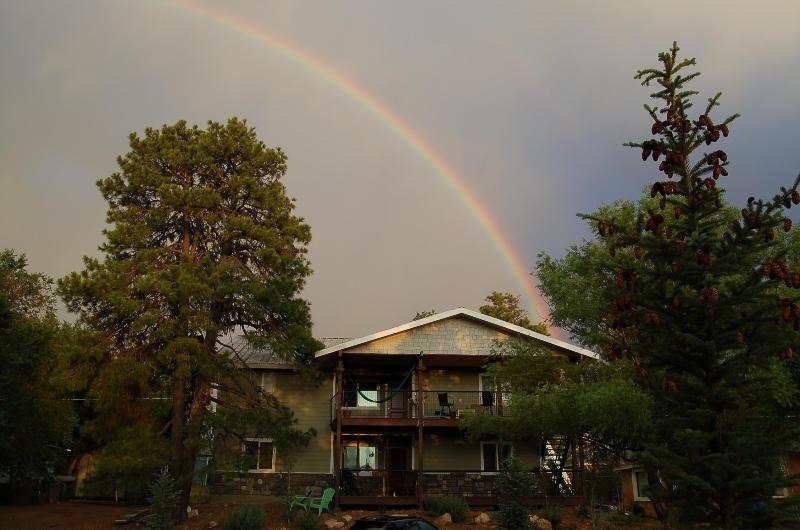 Rainbow after monsoon storms (they come in July and Aug.) - 1mi to Downtown 4b /4b Grand Canyon GetAway looking out on the Peaks - Flagstaff - rentals