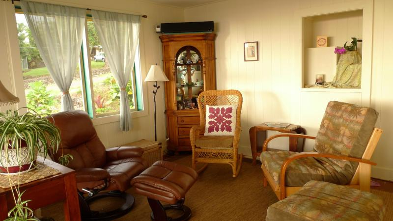 Naturally cool and breezy living spaces - Cozy house with car,  Island of Hawaii - Captain Cook - rentals