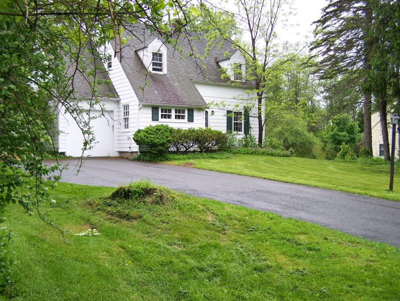 Exterior Shot of the Lenox Cottage - Lovely Cottage Near Tanglewood - Lenox - rentals