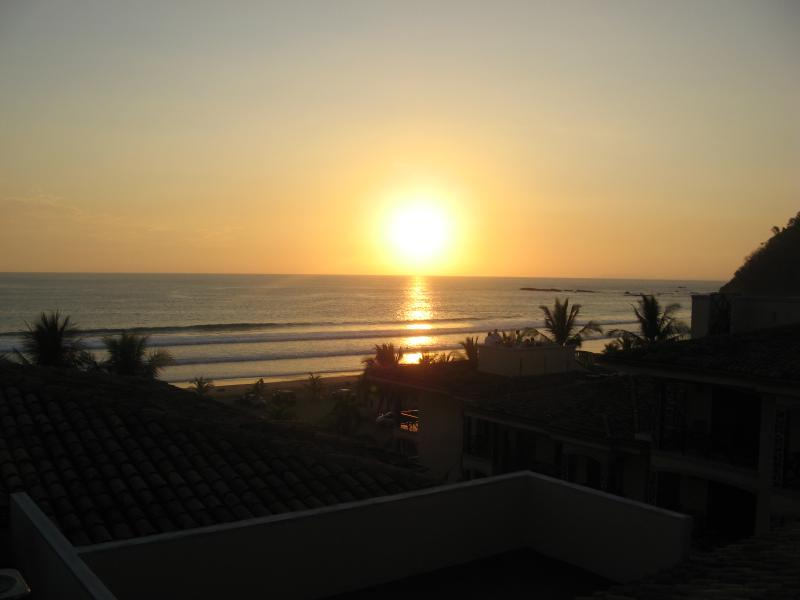EXPERIENCE THIS SUNSET FROM YOUR PRIVATE ROOFTOOP PATIO - Top Floor Beachfront Penthouse With Rooftop Patio - Jaco - rentals