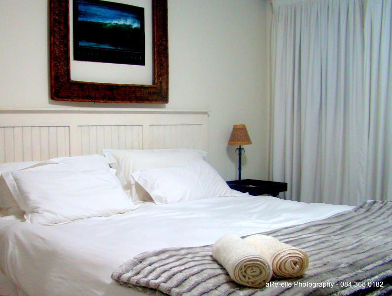 Kingsize Bedroom with kingsize bed North Wing - Santini Lace Selfcatering Apartment - Plettenberg Bay - rentals
