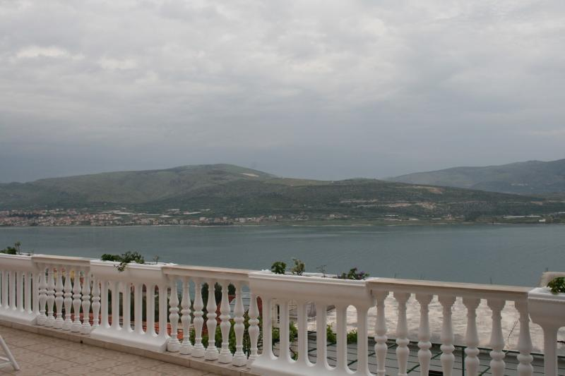 Apartment Antonio near Trogir - Image 1 - Mastrinka - rentals