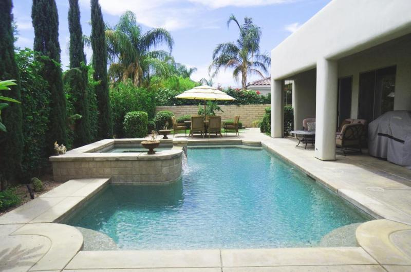 Large Saltwater pool with Spa and Waterfall  - Executive 5 Star Gated Pool/Spa home + Netflix!! - La Quinta - rentals