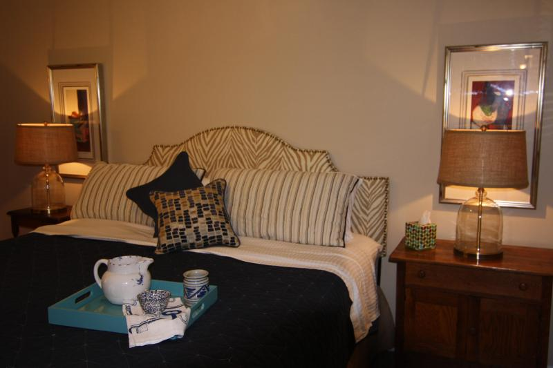 Comfortable King Size Bed, beautifully decorated bedroom - Beautiful Bed & Breakfast on NC Horse Farm - Southern Pines - rentals