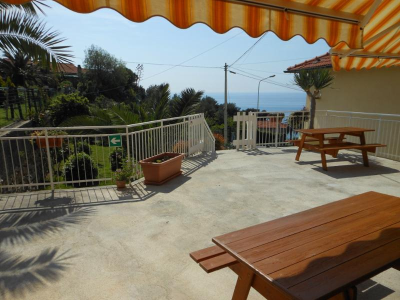 CASSIOPEA studio view - CASSIOPEA studio apart. with garden near the sea - Cipressa - rentals