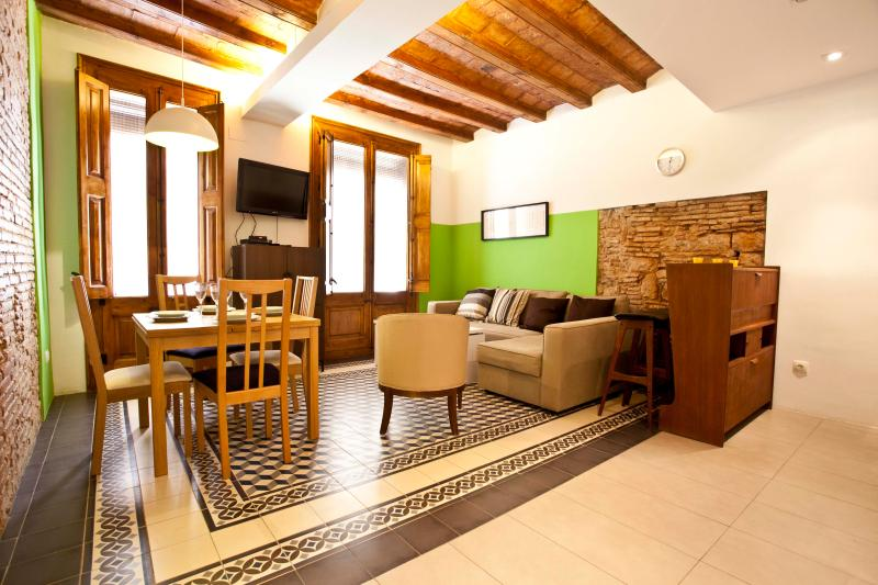Main living space - Remodeled apartment, Gothic Quarter & El Born - Barcelona - rentals