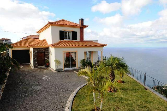 Detached holiday home with stunning sea views. - Image 1 - Arco da Calheta - rentals