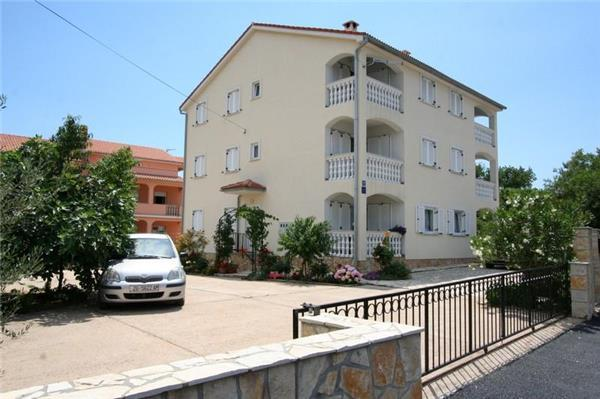 Apartment for 6 persons near the beach in Krk - Image 1 - Silo - rentals