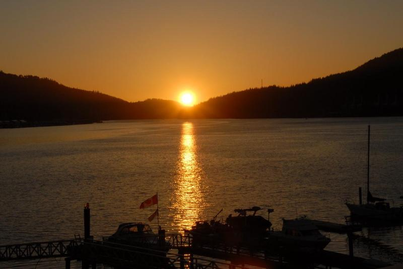 Enjoy Spectacular Sunsets - 1 BR Beach House-Enjoy the Ocean & Amazing Sunsets - Port Moody - rentals
