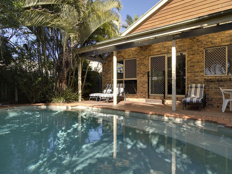 Fenced Pool - Palms, Coolum Beach House, Sunshine Coast 7 night min Sun-Sun only - Coolum Beach - rentals
