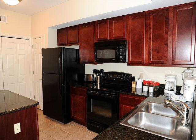 Kitchen - Beautiful 3 Bedroom / 2 Bathroom Condo Overlooking the Gulf LT2-305 - Gulfport - rentals
