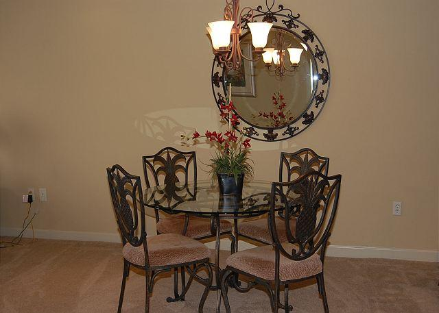 Dining Room - Beautiful 2 Bedroom / 2 Bathroom Condo Overlooking the Gulf S-902 - Gulfport - rentals