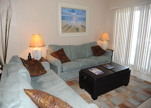 Living Room Furniture - Beautiful 2 Bedroom / 2 Bathroom Condo Directly on the Beach SB-305 - Biloxi - rentals