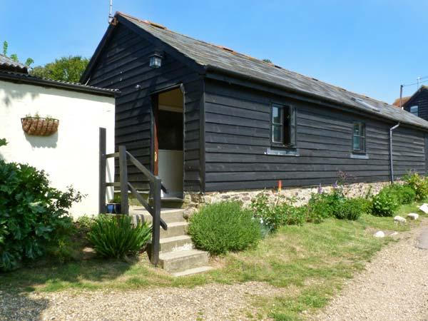 SYCAMORES BARN, pet-friendly, ground floor accommodation, close to the coast, near Brighstone, Ref: 26199 - Image 1 - Brighstone - rentals