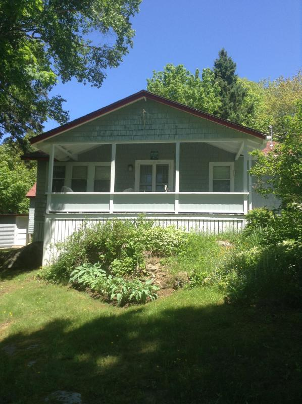 Covered Porch - 2 Bedroom Cozy Cottage in Boothbay Harbor, Maine - Boothbay Harbor - rentals