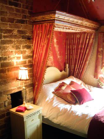 Double Bedroom - Cosy cottage overlooking the Iron Bridge. - Ironbridge - rentals