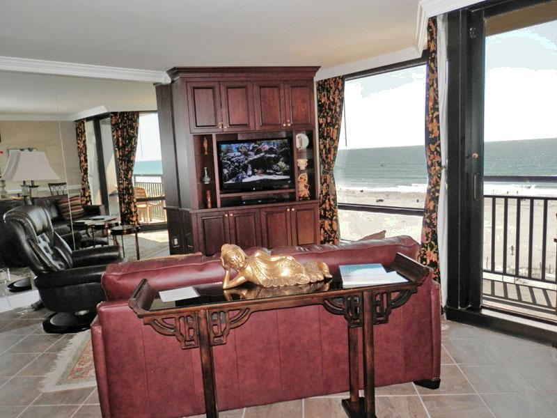 Sofa with sofa bed - Breathtaking oceanfront suite with unparalleled luxury - Wrightsville Beach - rentals