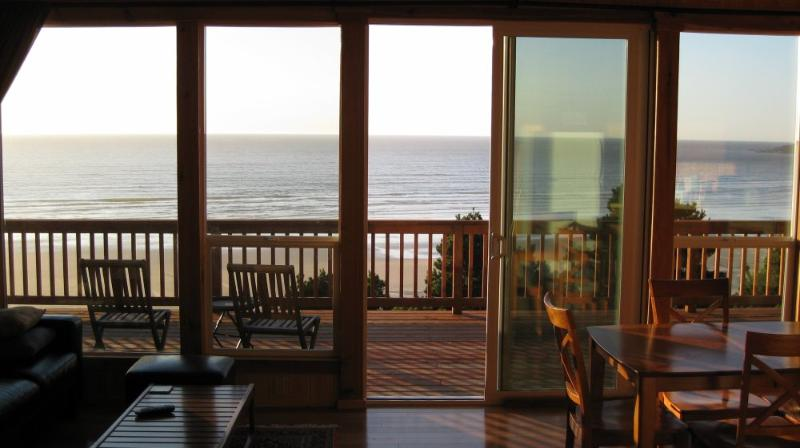 Dramatic Ocean View From Wall of Windows - Romantic and Private Oceanfront Cottage with Amazing View - Newport - rentals