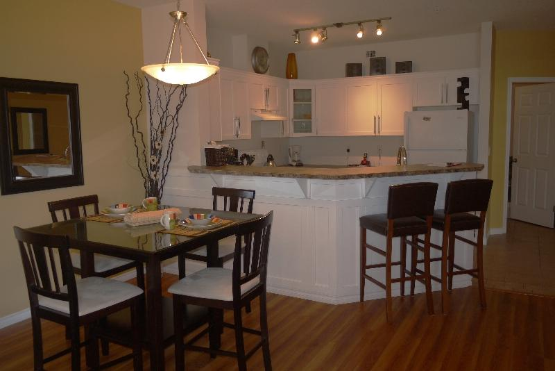 Beautiful spacious 1031 s. ft - Beautiful pool level walk out suite at Discovery Bay Resort  (boat slip available) - Kelowna - rentals