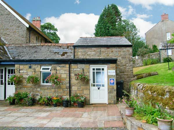 TANTALLON COTTAGE, close to Hadrian's Wall, off road parking, private and shared gardens, in Gilsland, Ref 26108 - Image 1 - Gilsland - rentals