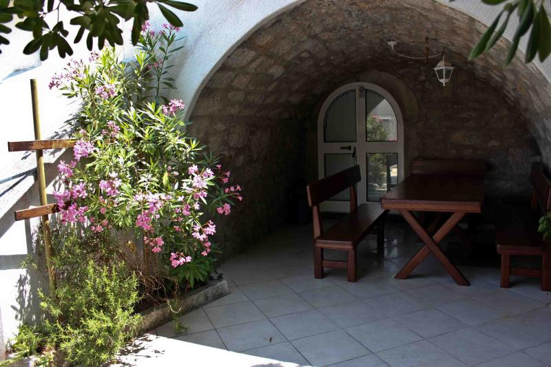outdoor dining area - Entire house for 9 people - Punat - rentals