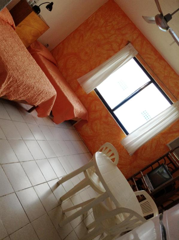 Orange studio in Downtown with kitchen and 2 beds - Image 1 - Playa del Carmen - rentals