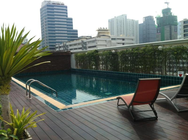 Rooftop pool - Top floor 1 bed apt Silom w/rooftop pool ,wifi&tv - Bangkok - rentals