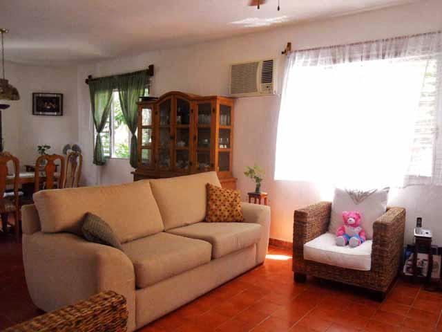 Living room (1) - Cancún Affordable nice rooms at Los Caracoles B&B - Cancun - rentals